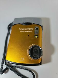 Olympus Stylus 790 SW 7.1MP Digital Camera - untested parts only