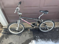1998 GT DYNO COMPE BICYCLE -Freestyle BMX  Original survivor.   RARE