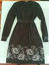 Vestito donna nero taglia S con disegno di fiori ricamati in grigio all'orlo