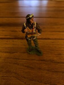 KING & COUNTRY WW2 U.S. AIR FORCE AF020 PILOT WITH MAP MIB