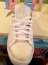 Men's white and silver Pumas size 7.5