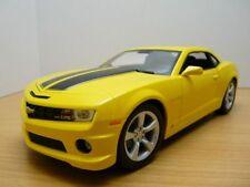 CHEVROLET CAMARO SS 2010 jaune / bandes noires 1/18