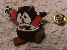 HOOTERS pin S/H combined no additional charge