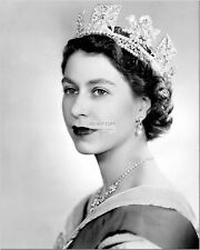 HER MAJESTY QUEEN ELIZABETH II - 8X10 PHOTO (CC620)