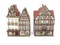 2 x Haus mit Arkaden und Geschäften Fachwerk BELEUCHTET Spur N D0259