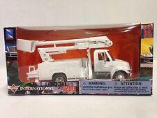 International 4200 Line Maintenance Truck Replica , 1:43 Diecast New Ray White