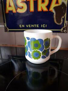ANCIENNE TASSE A CAFÉ ARCOPAL FLEURS BLEUES ET VERTES LOTUS VINTAGE MUG