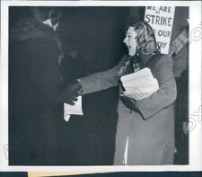1944 Chicago IL Lady Gave Circulars during Montgomery Ward Strike