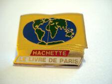 PINS HACHETTE LE LIVRE DE PARIS