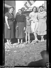 Portrait de famille voiture ancienne - ancien négatif photo an. 1940 50