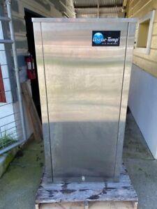 Holiday / Arctic Temp Ice Machine. Model 500. s/n 0118-12062