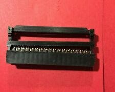 CONNECTEUR HE10 FEMELLE 34 broches à sertir sur câble plat 1,27 mm