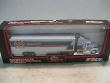 Nascar Richard Petty Stp Race Team Hauler In A 164 Scale Diecast Rc 1992 dc697