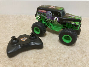 Monster Jam Remote Control Grave Digger Truck 1:24 Scale Licensed Ages 4+