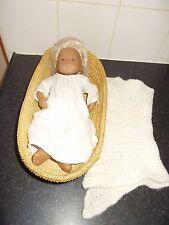 Sasha bebé niño Sexados temprana en camisón con manta y cesta