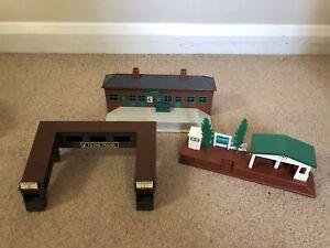TOMY Trackmaster Thomas + Friends Stations Buildings bundle Vintage