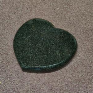 Liegestein Herz aus Granit 40x39x6 Grabstein Grabplatte Granitherz IMPALA