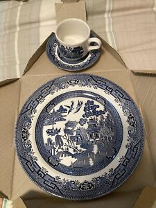 New Churchill of England Blue Willow China Dinnerware 3 Pc Set Plate Cup Saucer