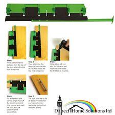 MANIGLIA porta maschera di inserimento per centro del foro perforazione Marker Armadietto Cassetto Tool in Plastica
