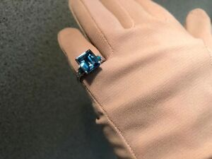 JANE TAYLOR STERLING SILVER EMERALD CUT BLUE TOPAZ GEMSTONE RING, SIZE 7 (M1123-