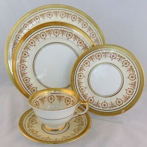 AYNSLEY GOLD DOWERY 5 Piece Place Setting NEW NEVER USED made in England