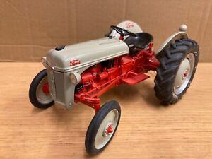 1/16 scale Danbury mint 1952 Ford 8N Tractor Traktor tracteur
