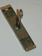 vintage SERRURE avec CLE de MEUBLE Lock Box key MÖBEL armoire LOCKER mobilier