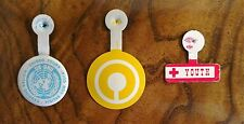 VINTAGE 70s UN-ONU Guided Tours Guidees Visitas Con Guia RED CROSS Unicef Pins 3
