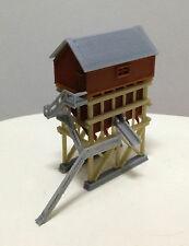 Outland Models Modelleisenbahn Miniatur Gebäude Bekohlungsanlage Spur Z 1:220