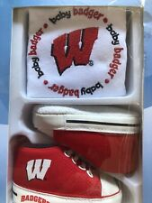 BABY FANATIC BIB W/ PRE-WALKERS SNEAKERS Wisconsin Badgers
