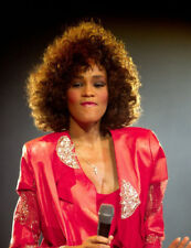 Whitney Houston UNSIGNED photo - M2514 - American singer and actress - NEW IMAGE