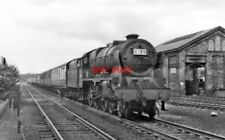 PHOTO  LMS 46118 ROYAL WELCH FUSILIER PASSING KINGS LANGLEY 1953