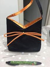 borsetta pochette nera e arancione