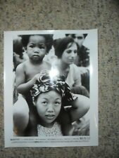 WOODSTOCK Woman with Baby on Shoulders ORIGINAL 1970 B&W 8x10 MOVIE STILL PHOTO