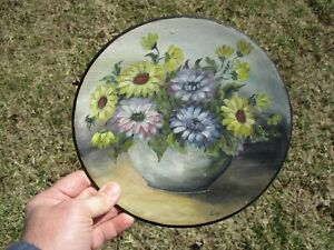 Neat Vintage Folk Art Hand-Panted Floral Painting on Wood Plate