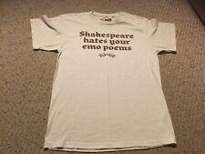 "MENS Med THREADLESS T SHIRT, ""Shakespear hates your Emo poems"". Just van Rossum."
