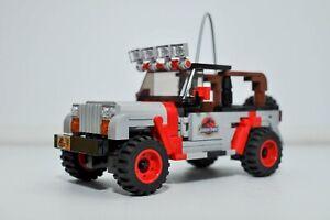 Model of Jurassic Park Jeep built with LEGO Custom Brick Model JP18
