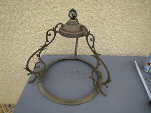 ancienne suspension lampe pétrole faience, globe  opaline griffon laiton