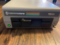 Commodore 1541 Floppy Disk Drive W/ USER'S GUIDE *Powers On*