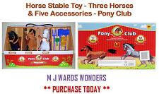 Giocattolo cavallo stabile-TRE CAVALLI & cinque accessori-PONY CLUB ** GRANDE REGALO **