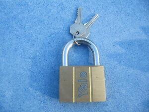 yale 60mm brass padlock