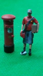 Scale 3D 00 gauge figures  handpainted modern day postman and post box