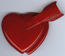 RARE VINTAGE 1930'S MARBLED RED CARVED BAKELITE ARROW IN HEART PIN