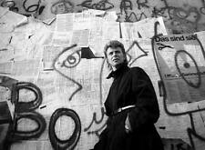 PHOTOGRAPH OF DAVID BOWIE AT THE BERLIN WALL - quality glossy A4 print