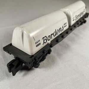 American Flyer 24575 Vintage S National Flatcar with Borden Milk Containers