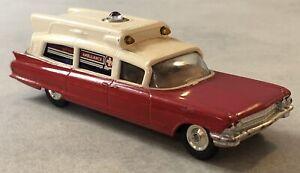 Jouet Ambulance ancienne CORGI TOYS Superior Cadillac made Gt Britain en état