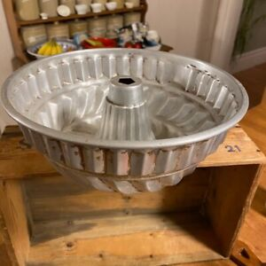 Vintage Large Fluted Aluminium Jelly Mould – Kitchenalia – Shabby!