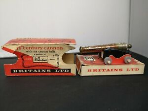 T56-BRITAINS 18TH CENTURY CANNON WITH SIX BALLS IN ORIGINAL BOX