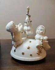 "Snowbabies Trimming the Tree music box 06021 ""O Christmas Tree"" 2003"
