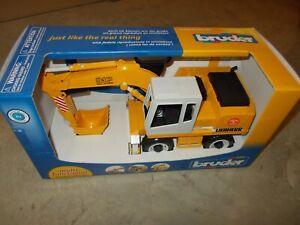 Bruder Toys Liebherr 912 Mini Excavator Construction / 02426